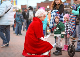 anoka-tree-lighting-blog-11