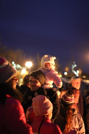 anoka-tree-lighting-blog-13